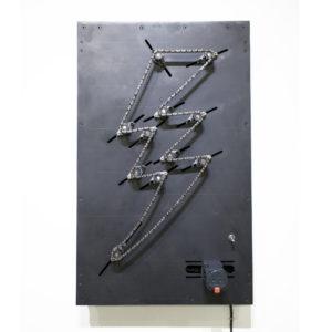 サンダーマシーン / 2020 / 鉄、チェーン、ベアリング、モータ、シャフト、他 / 65cm x 40cm x 14 cm / Thunder Matheine / Iron, chain, bearing, motor, shaft, etc.